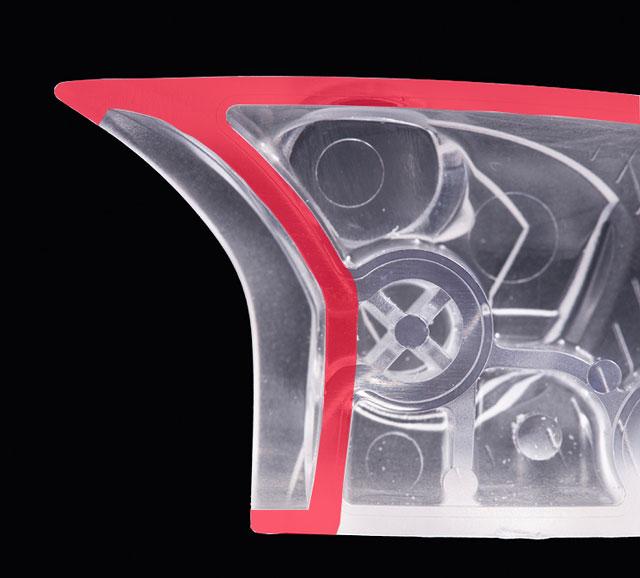 「ラウダー」特有のロングノーズ&Break Water構造